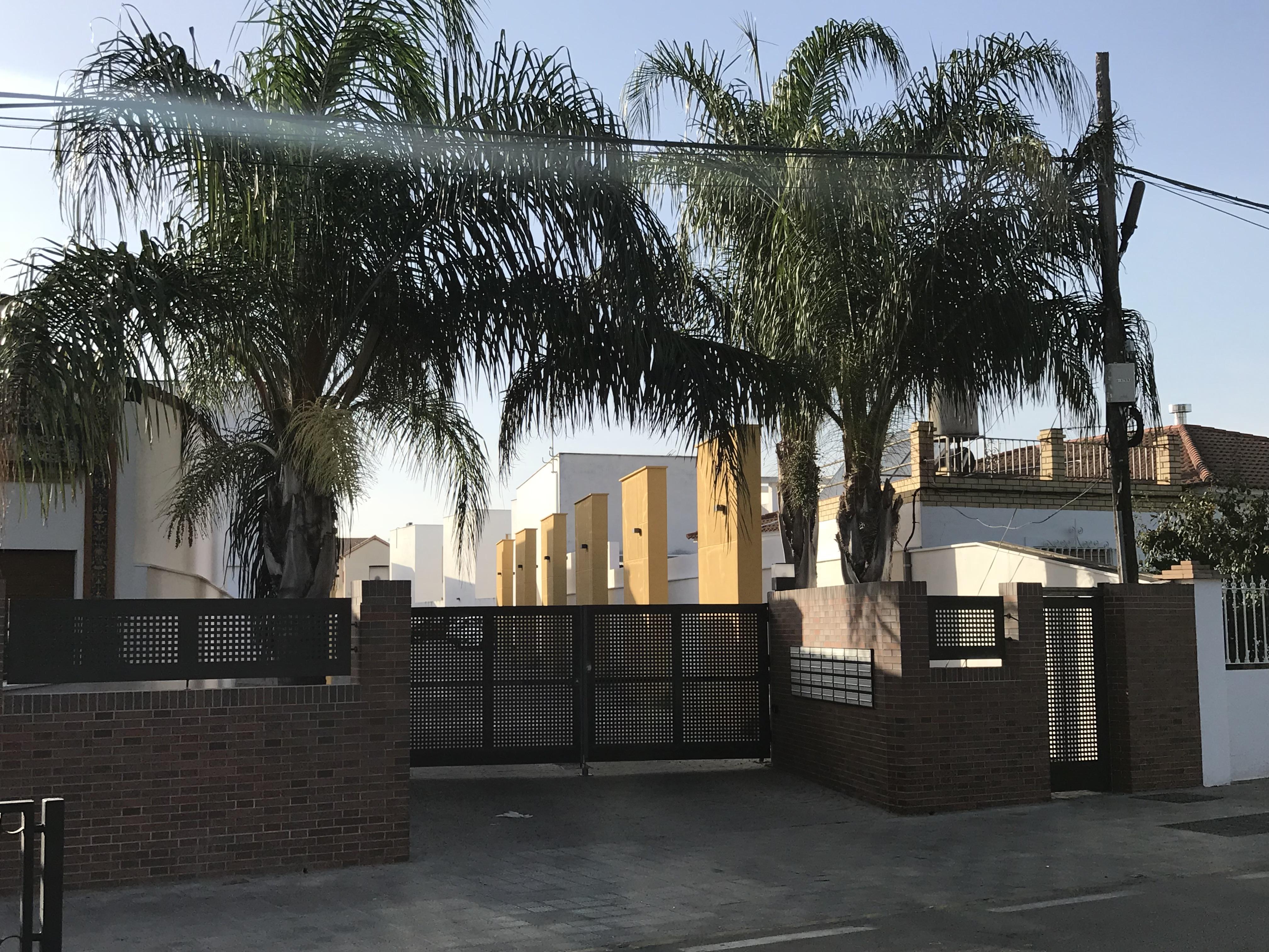 Chalet pareado en venta en Benacazón